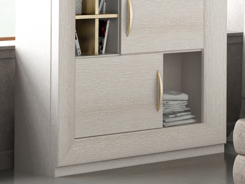 3-door oak dresser with  3 hollows with baseboard.Mod: SIMA