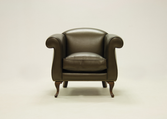 Genuine leather upholstered armchair. Mod. LOUIS
