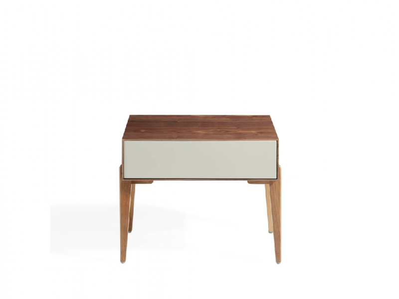 Set of  2 walnut bedside tables with one drawer. Mod.HORN