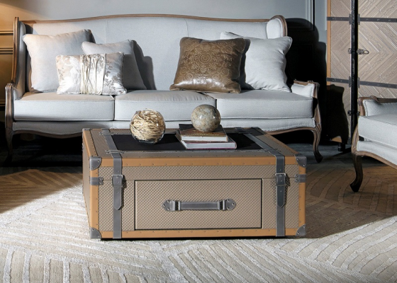 Genuine leather coffee table. Mod: VOYAGE
