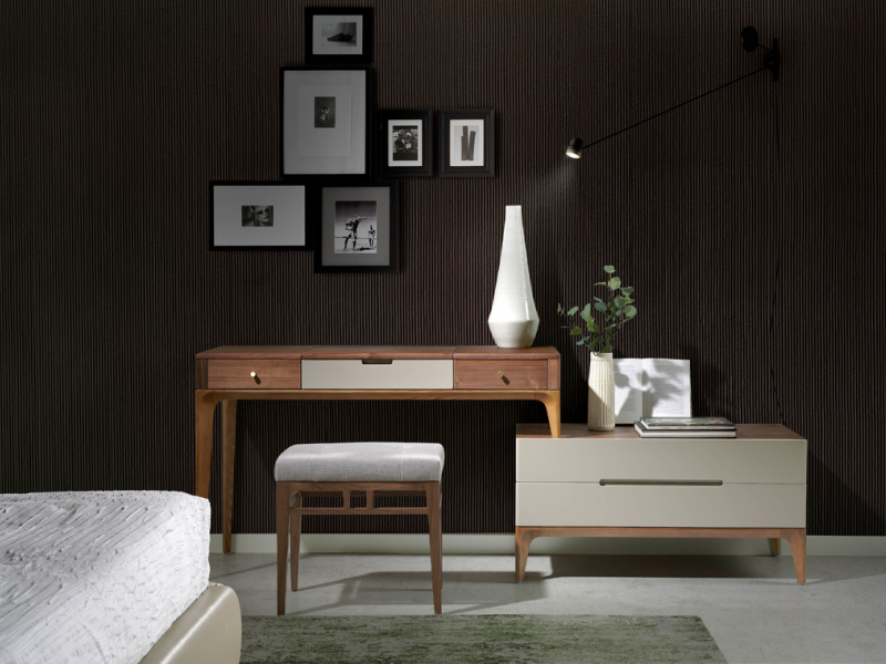 Dressing table / desk in American walnut veneer.Mod: PORTOFINO