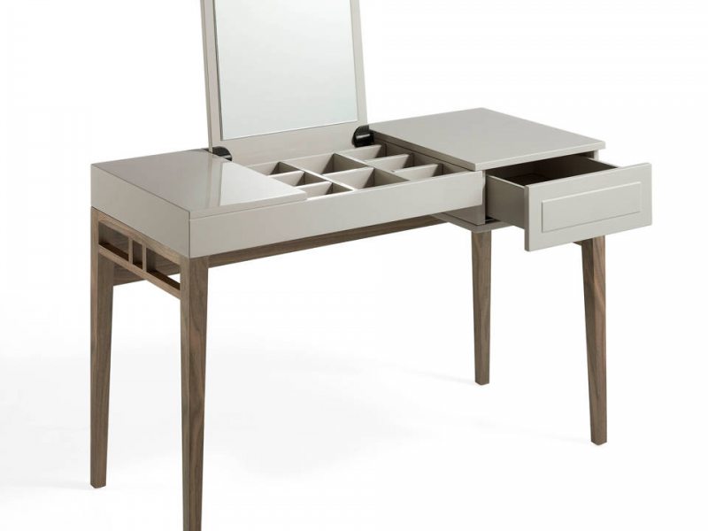 Lacquered dressing table with mirror and veneered American walnut structure.Mod: CAPRICCIO