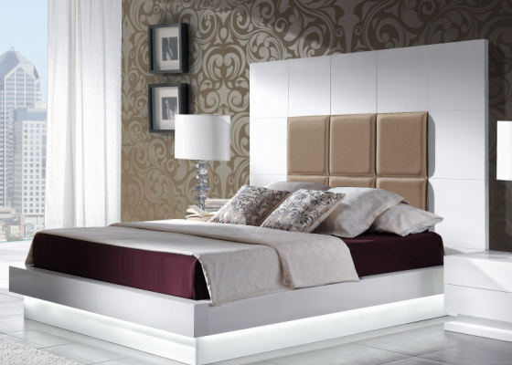 Lacquered and upholstered complete bed. Mod. TAMARA