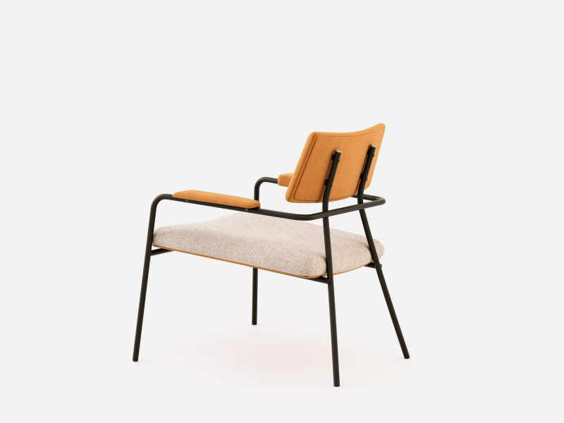 Design upholstered chair with steel frame. Mod. BIZARRE