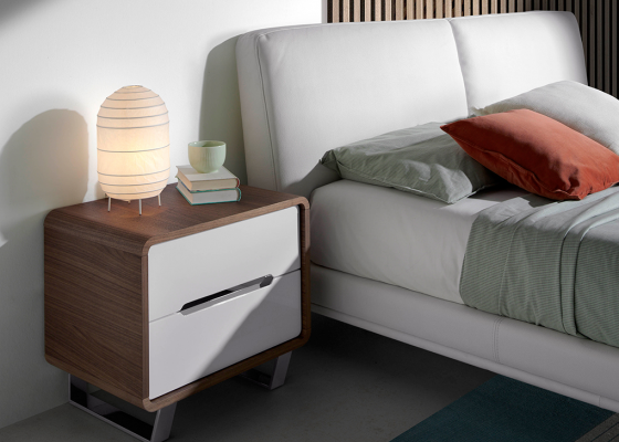 Walnut wood bedside tables with 2 drawers in glossy white lacquered and legs in chrome steel.Mod: GIORDANA